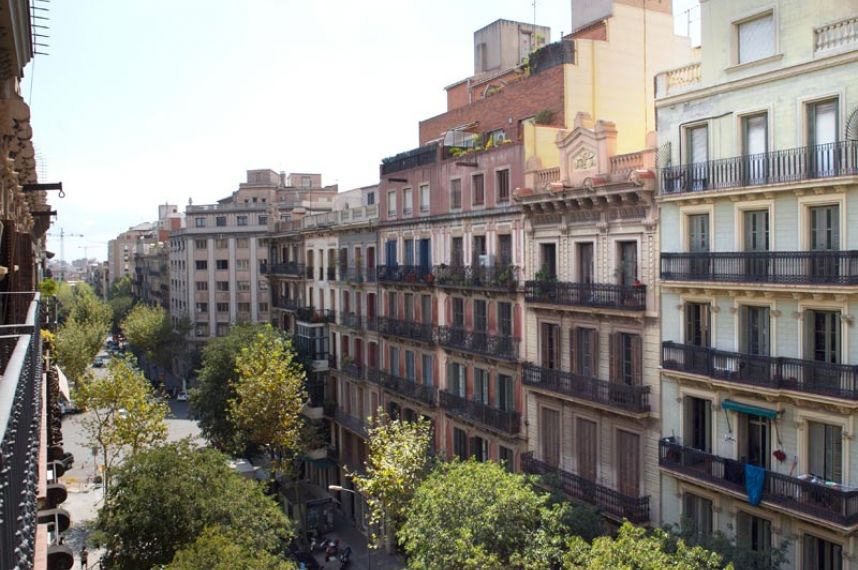 Girona central accommodation in barcelona for Central apartments barcelona
